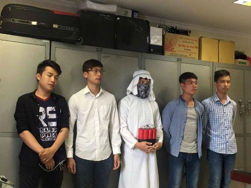 """Hà Nội: Tạm giữ nhóm thanh niên quay clip """"ra đường đốt bom"""" - Ảnh 1"""