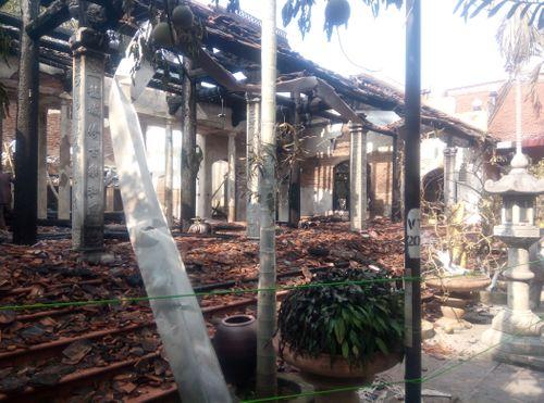 Hà Nội: Hiện trường vụ cháy thiêu rụi nhà tổ chùa 400 năm tuổi - Ảnh 4