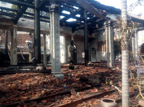 Hà Nội: Hiện trường vụ cháy thiêu rụi nhà tổ chùa 400 năm tuổi - Ảnh 7