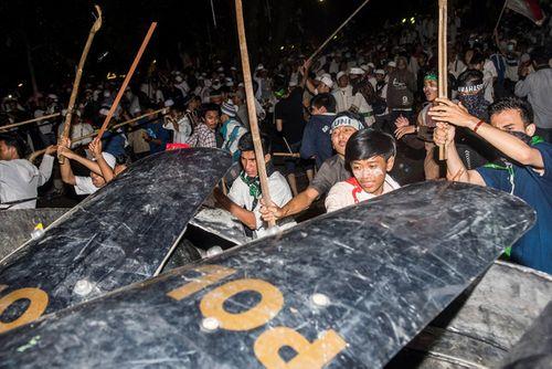 Cuộc biểu tình khổng lồ ở Indonesia chống thị trưởng Jakarta - Ảnh 2