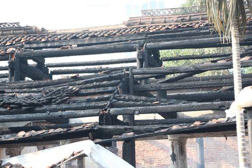 Hà Nội: Hiện trường vụ cháy thiêu rụi nhà tổ chùa 400 năm tuổi - Ảnh 3