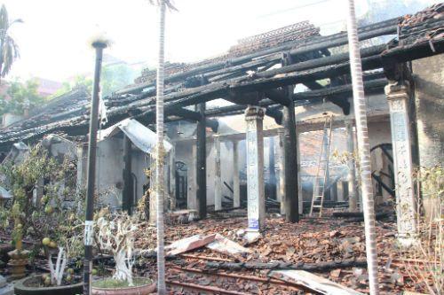 Hà Nội: Hiện trường vụ cháy thiêu rụi nhà tổ chùa 400 năm tuổi - Ảnh 2