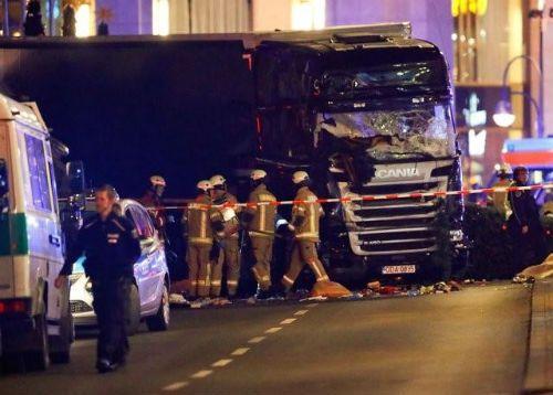 Xe tải đâm chết 9 người ở chợ giáng sinh Đức, IS nhận trách nhiệm - Ảnh 1
