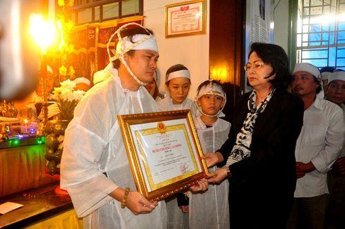 Truy tặng Huân chương lao động hạng Nhì cho đại biểu Ngô Văn Minh - Ảnh 1