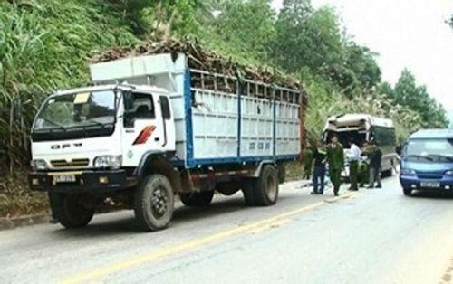 Xe tải chở mía bị xe khách đâm, 11 người bị thương - Ảnh 1