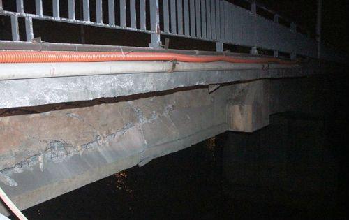 Cầu An Thái bị đâm vỡ dầm: Cảnh báo nguy cơ sập cầu - Ảnh 1