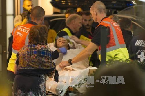 Hàng chục người đang rất nguy kịch sau vụ khủng bố Pháp - Ảnh 1