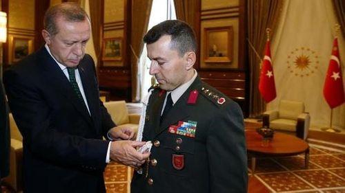 Cố vấn quân sự của Tổng thống Thổ Nhĩ Kỳ Erdogan bị bắt giữ - Ảnh 1