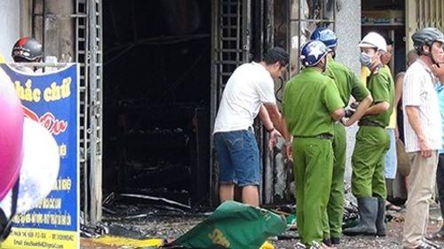Hà Nội: Châm lửa đốt phòng do mâu thuẫn gia đình, 1 người nguy kịch - Ảnh 1