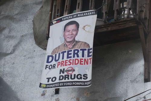 """Bắn 300 người giữa phố, Philippines """"rắn"""" hay tàn nhẫn? - Ảnh 1"""