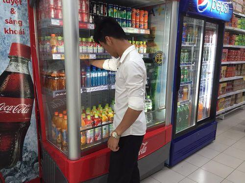 Tạm dừng lưu thông 13 sản phẩm của Coca-Cola: Siêu thị lúng túng thực hiện - Ảnh 1