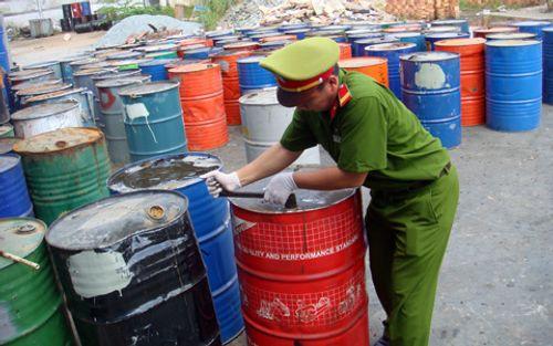 Bắt giữ tàu chở bùn bôxít: Pháp luật nghiêm cấm nhập chất thải nguy hại - Ảnh 1