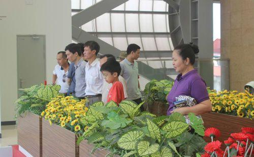 Chùm ảnh: Người dân háo hức tham quan nhà ga đường sắt La Khê - Ảnh 8