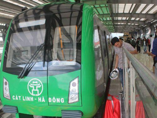 Chùm ảnh: Người dân háo hức tham quan nhà ga đường sắt La Khê - Ảnh 5