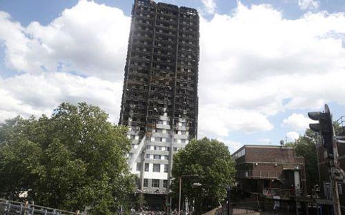 Anh rà soát lại các chung cư sau thảm họa cháy ở London - Ảnh 1