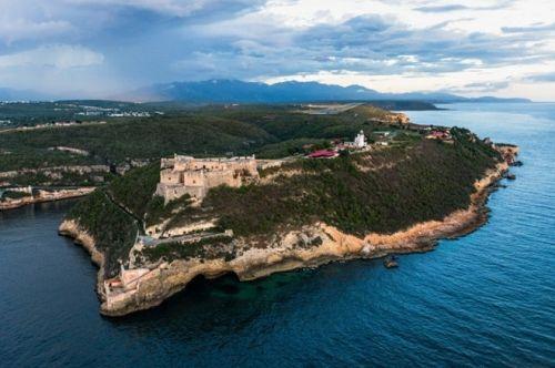 Vẻ đẹp của quốc đảo Cuba qua ảnh chụp trên không hiếm có  - Ảnh 1