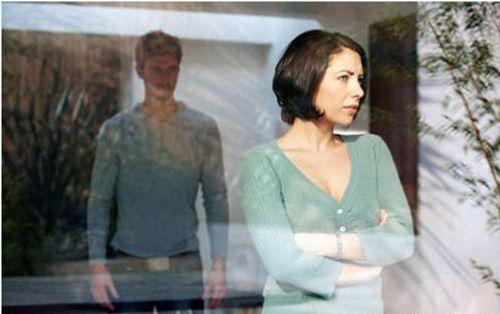 'Run rẩy' phát hiện ảnh nhạy cảm của vợ và nhân tình - Ảnh 1