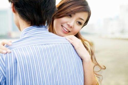 Chồng làm xa, ở nhà bạn thân đưa vợ đi phá thai - Ảnh 1