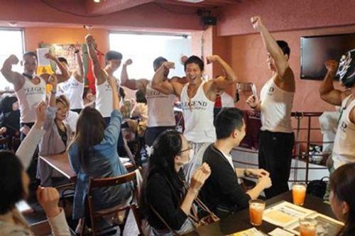 """Quán café """"cơ bắp"""" hút hồn chị em ở Nhật Bản - Ảnh 1"""