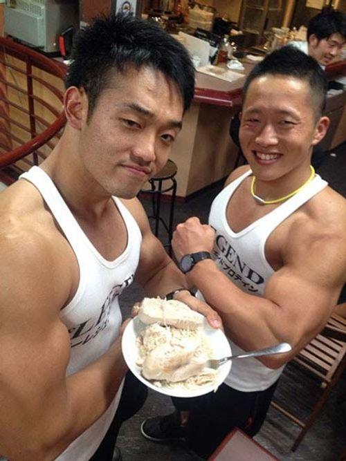 """Quán café """"cơ bắp"""" hút hồn chị em ở Nhật Bản - Ảnh 2"""