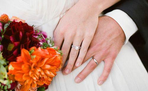 Phát hiện bí mật của vợ trong lòng chiếc nhẫn cưới - Ảnh 1