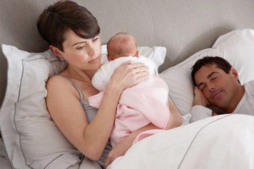 Vợ ở cữ, chồng đề nghị ngủ cùng giường với em gái chồng - Ảnh 1