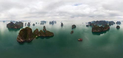 Vịnh Hạ Long đẹp tuyệt vời qua ảnh panorama từ trên cao - Ảnh 1