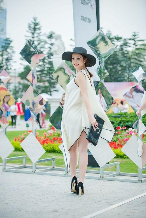 Lưu Hương Giang khoe nội y gây sốc ở Đẹp Fashion Runway - Ảnh 4