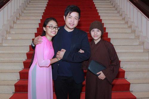 Huyền Trân không được mặc áo ni cô trong liveshow Quang Lê - Ảnh 1
