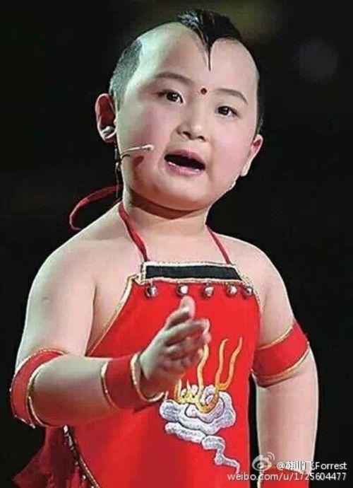 Đám tang đẫm nước mắt của 'thần đồng 8 tuổi' showbiz Hoa ngữ - Ảnh 1