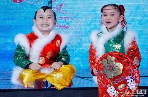 Đám tang đẫm nước mắt của 'thần đồng 8 tuổi' showbiz Hoa ngữ - Ảnh 6