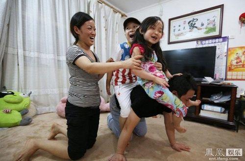 Đám tang đẫm nước mắt của 'thần đồng 8 tuổi' showbiz Hoa ngữ - Ảnh 7