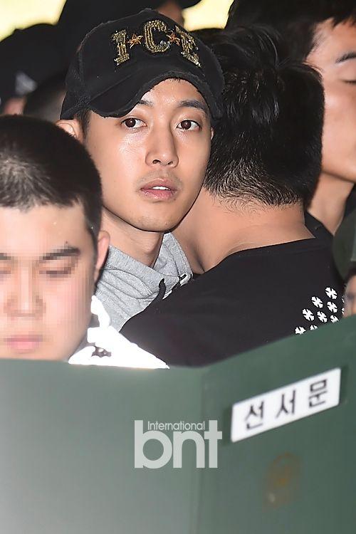 Kim Hyun Joong lặng lẽ nhập ngũ sau khi bị tố đánh bạn gái sảy thai - Ảnh 2