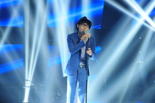 """Giọng hát Việt 2015: Lê Hữu Toàn """"đứng hình"""" khi được cả 4 HLV chọn - Ảnh 1"""