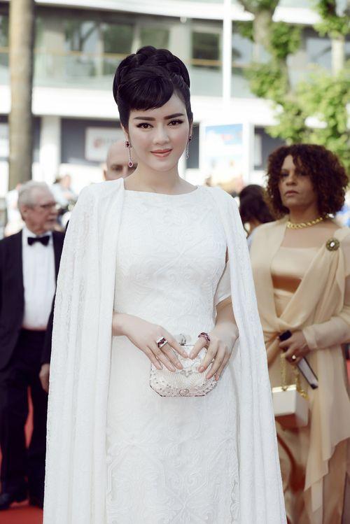 Lý Nhã Kỳ tinh khôi đọ sắc Phạm Băng Băng trên thảm đỏ Cannes - Ảnh 10