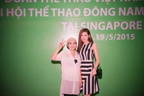 Á hậu Tú Anh tươi trẻ cổ vũ Đoàn TTVN ở SEA Games 28 - Ảnh 7