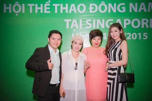 Á hậu Tú Anh tươi trẻ cổ vũ Đoàn TTVN ở SEA Games 28 - Ảnh 8