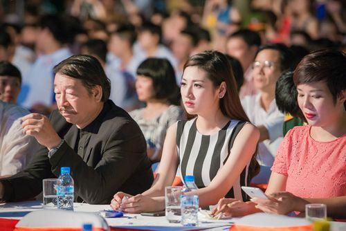 Á hậu Tú Anh tươi trẻ cổ vũ Đoàn TTVN ở SEA Games 28 - Ảnh 5