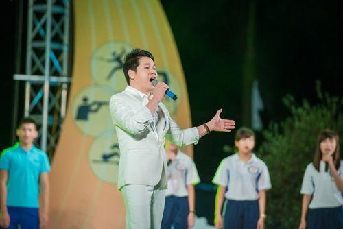 Á hậu Tú Anh tươi trẻ cổ vũ Đoàn TTVN ở SEA Games 28 - Ảnh 3