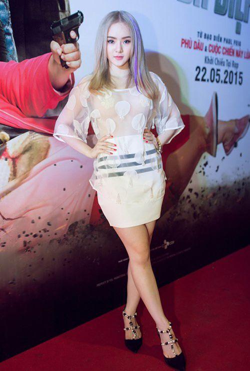 Em gái Angela Phương Trinh mặc hở bạo không kém chị - Ảnh 1