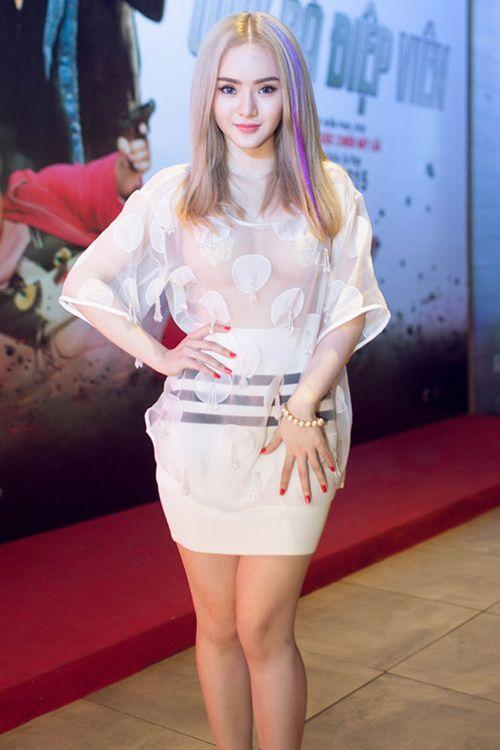 Em gái Angela Phương Trinh mặc hở bạo không kém chị - Ảnh 2