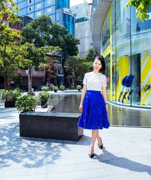 Hoa hậu Trần Thị Quỳnh tươi trẻ như nữ sinh - Ảnh 12