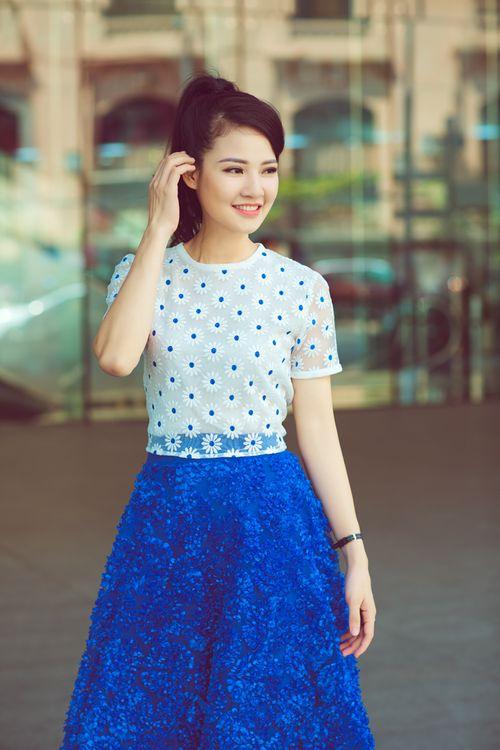 Hoa hậu Trần Thị Quỳnh tươi trẻ như nữ sinh - Ảnh 2