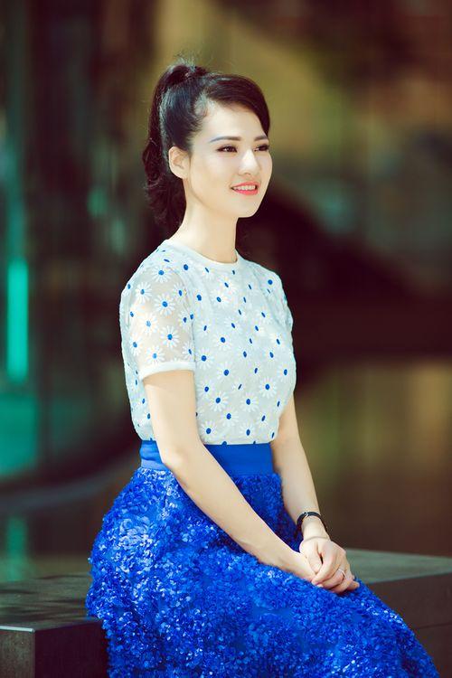 Hoa hậu Trần Thị Quỳnh tươi trẻ như nữ sinh - Ảnh 8