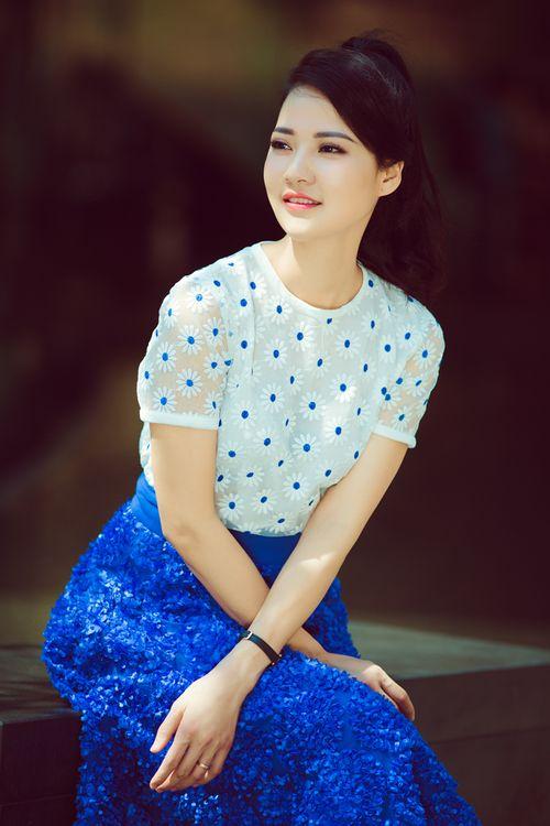 Hoa hậu Trần Thị Quỳnh tươi trẻ như nữ sinh - Ảnh 9