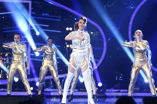 """Diva Hồng Nhung trẻ, sexy """"lấn át"""" thí sinh Vietnam Idol 2015 - Ảnh 7"""