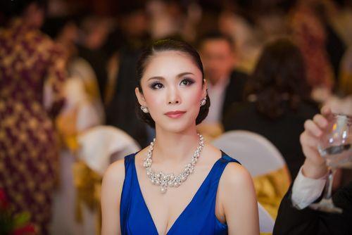 Chồng sắp cưới điển trai hộ tống Diễm Hương gặp gỡ hoa hậu Riyo Mori - Ảnh 1