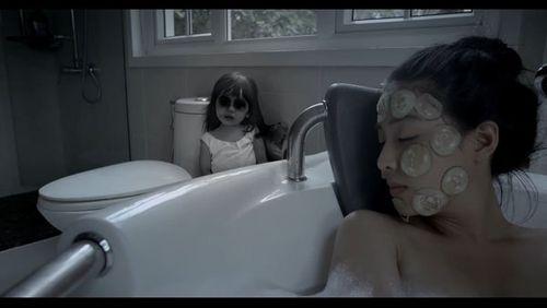 """Phim kinh dị """"Ngủ với hồn ma"""" tung trailer ghê rợn - Ảnh 4"""