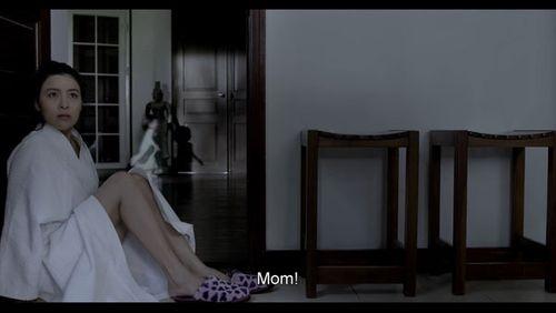 """Phim kinh dị """"Ngủ với hồn ma"""" tung trailer ghê rợn - Ảnh 5"""