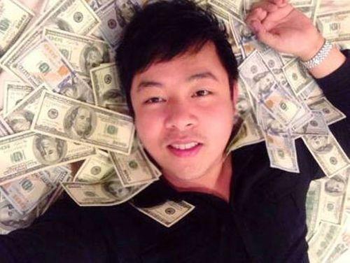 Thành Long khoe tiền, quà fan tặng sinh nhật chất đầy ghế - Ảnh 4